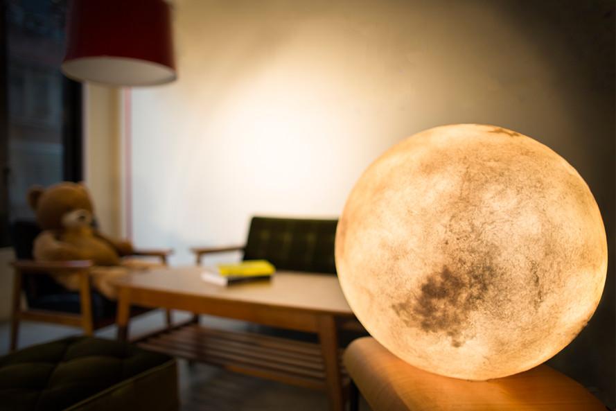 LUNA - LA LAMPADA CHE LASCIA ENTRARE L'UNIVERSO IN CASA