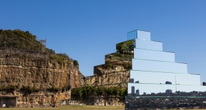 Mirrored Ziggurat – La scultura che connette Terra e Cielo