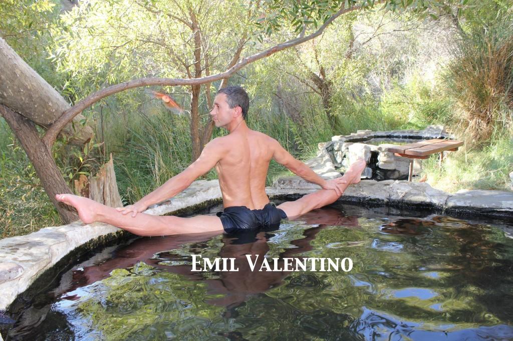 EMIL VALENTINO – IL RE DELLA SPACCATA E LE LEZIONI DI STRETCHING ONLINE