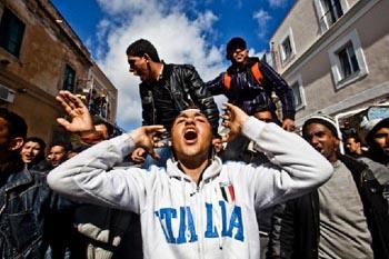 LA CRISI DELLA POLITICA AMERICANA - COSA IMPARIAMO DALLA STORIA immigrati italia