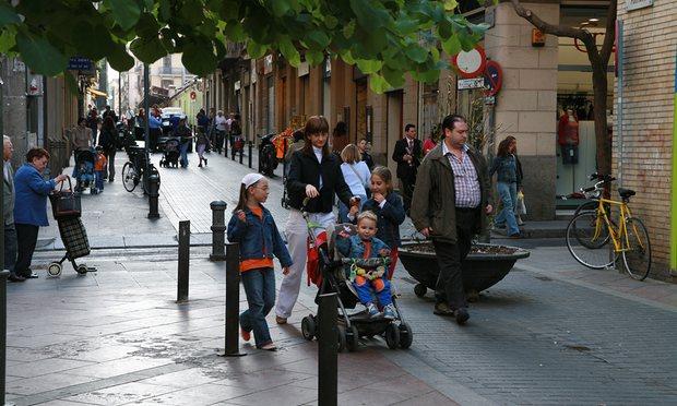 I SUPERBLOCCHI DI BARCELLONA PER RESTITUIRE LE STRADE AI CITTADINI