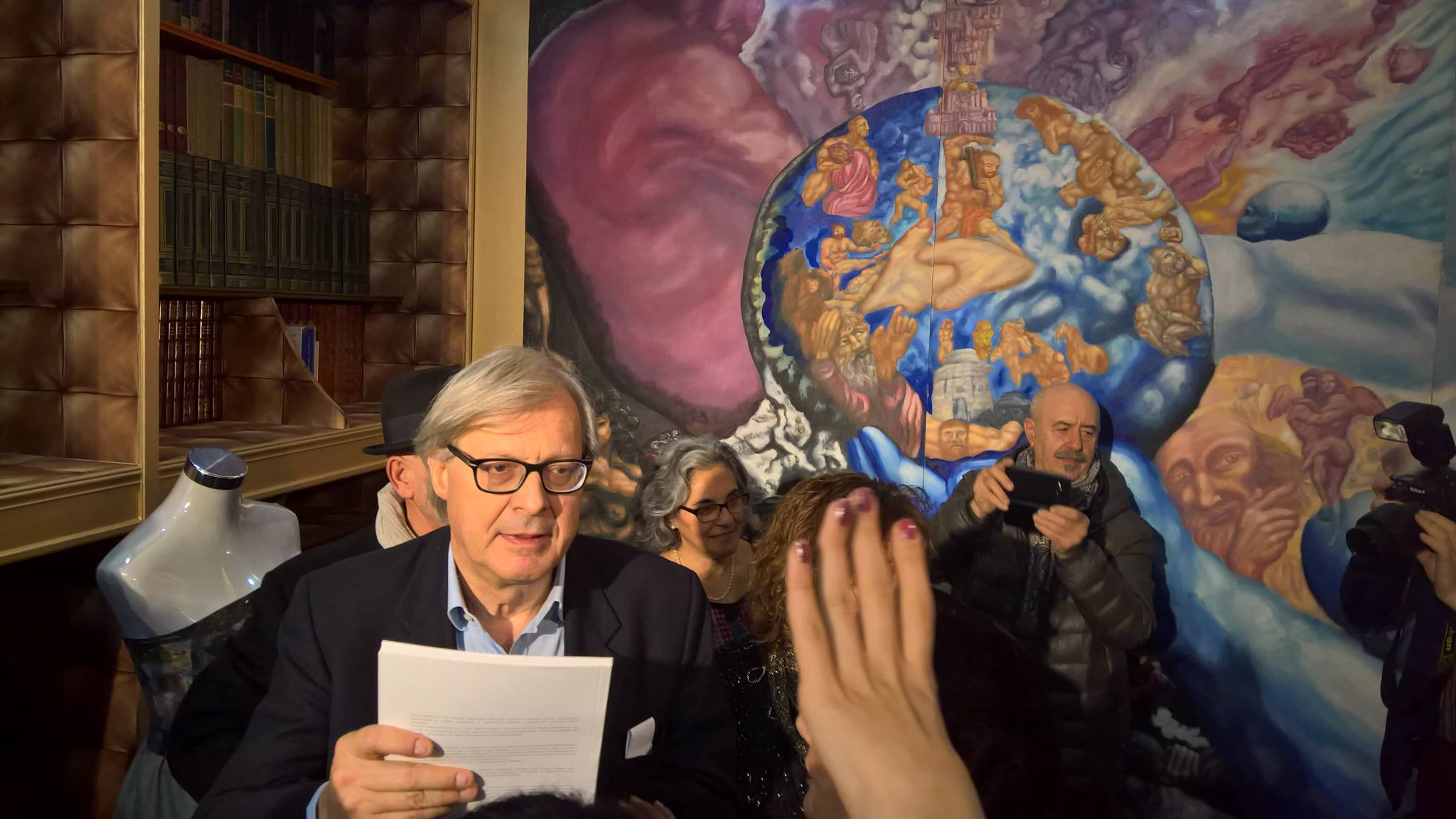 """Sgarbi inaugura """"International visions"""" alla D'E.M. Venice Art gallery"""